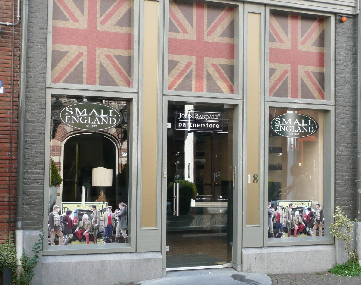 Raambelettering John Bardale store