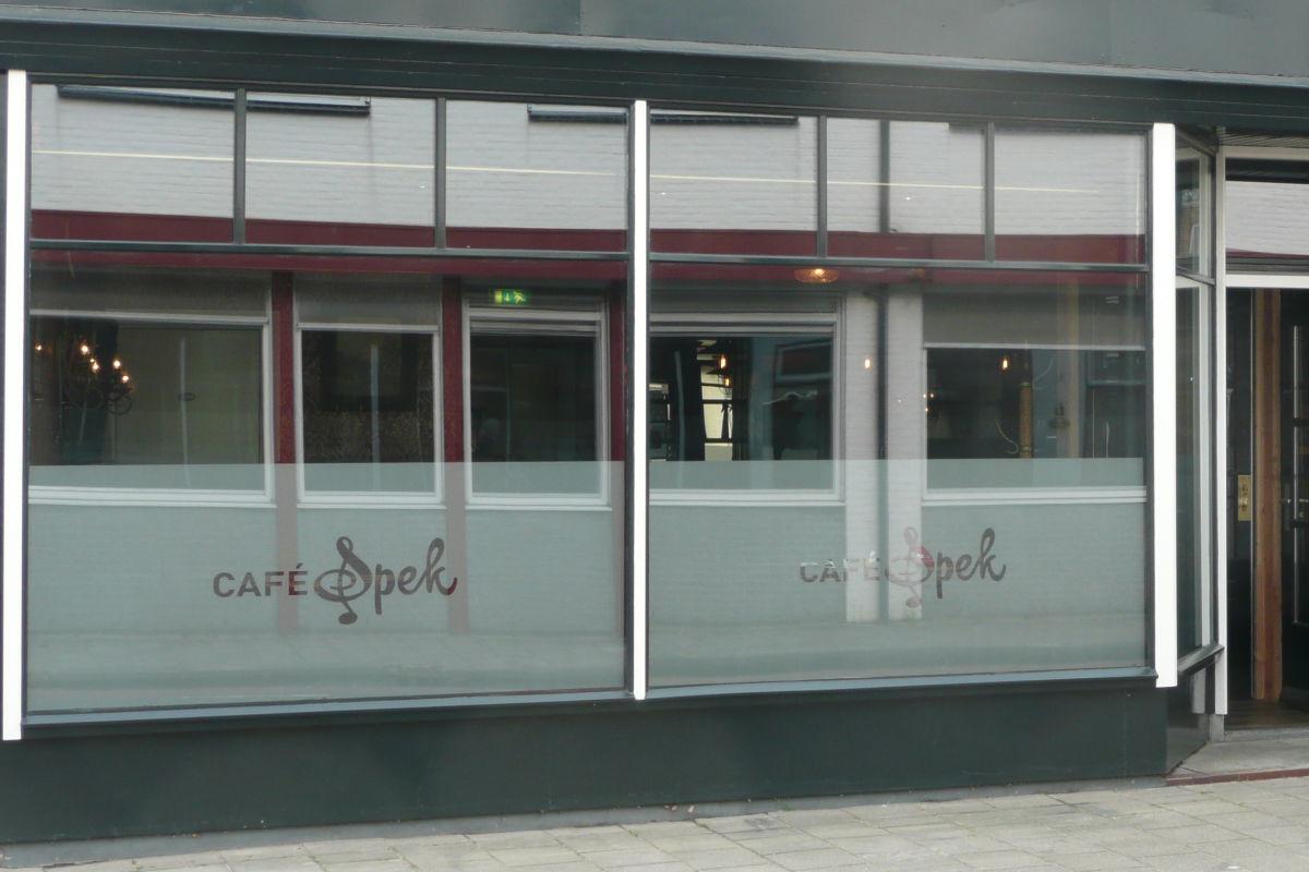 Raambelettering Café Spek